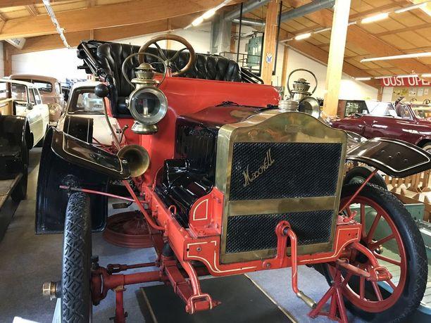 Punainen Maxwell Tourabout vuodelta 1907 on Uudenkaupungin Automuseon vanhin auto. Siinä oli peräti kolme erillistä äänimerkkilaitetta, olihan kulkijoita varoitettava moisesta uutuudesta.