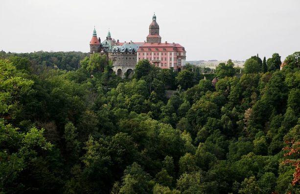 Ksiazin linna, jonka lähellä aarrejunan uskotaan kadonneen. Natsit rakensivat toisen maailmansodan aikana linnan alle tunnelikompleksin.