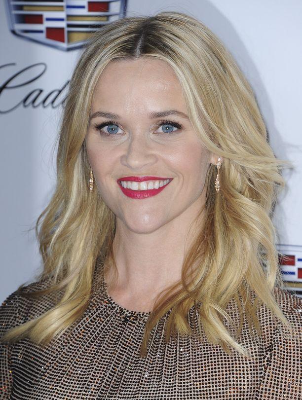 Reese Witherspoonin vaalea hipiä ei kaipaa paljoa punausta.