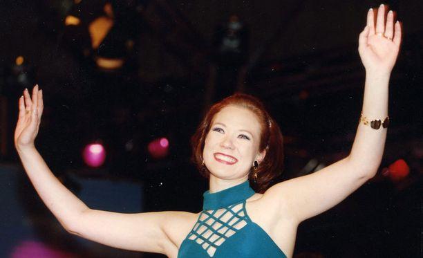 Tiina Räisänen kruunattiin tangokuningattareksi vuonna 1994.
