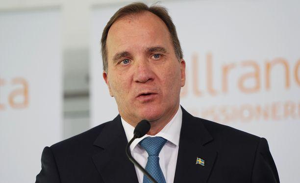 Pääministeri Stefan Löfven sai Ahvenanmaalla perustella Ruotsin päätöstä palauttaa pysyvät joukot Gotlantiin.