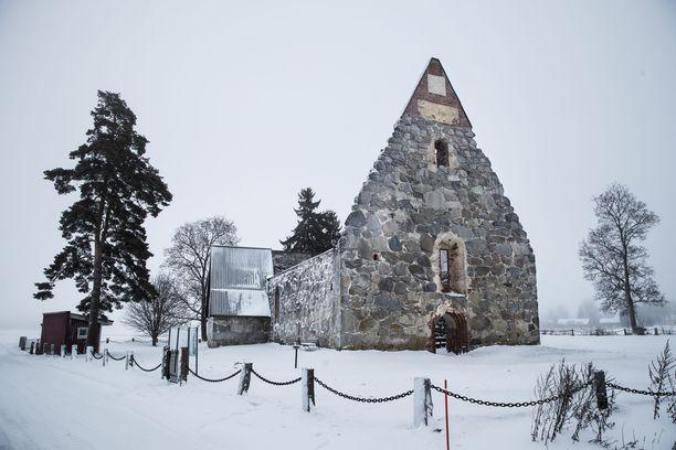 Iso osa kalloista on kaivettu Pälkäneen rauniokirkon hautausmaalta.