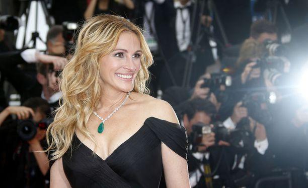 Julia Roberts kuvattiin Money Monsterin ensi-illassa Ranskan Cannesissa vuonna 2017.