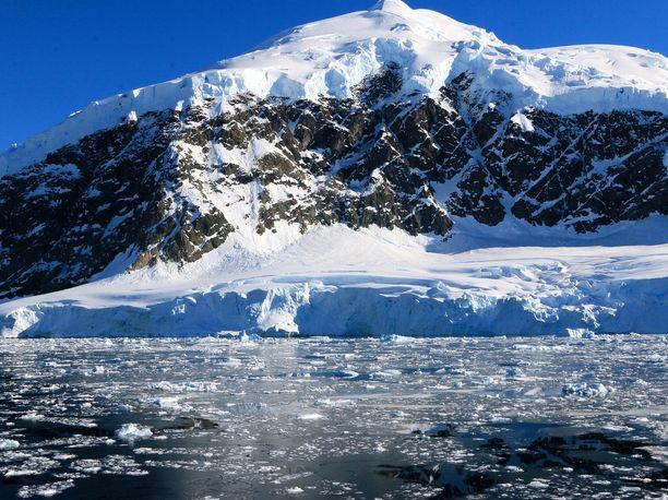 Hämärän peitossa. Tutkijat eivät tiedä, liittyykö järven tyhjentyminen ilmastonmuutokseen. Kuvituskuva.