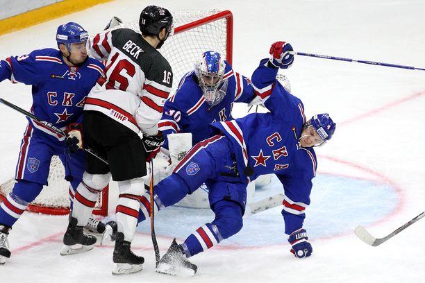 Taylor Beck, iso laitahyökkääjä, pelaa ensimmäistä KHL-syksyään.