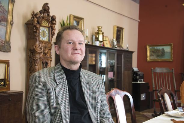 Patruuna Jukka-Pekka Kumpulaisen perustamassa ja johtamassa Helsingin Villasukkatehtaassa saa melkein suurennuslasin kanssa etsiä asioita, jotka on tehty 1970-luvun jälkeen.
