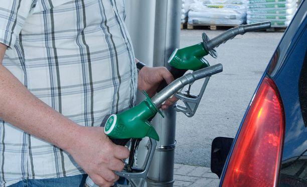 Vastarinta E10-bensiiniä kohtaan on lieventynyt.