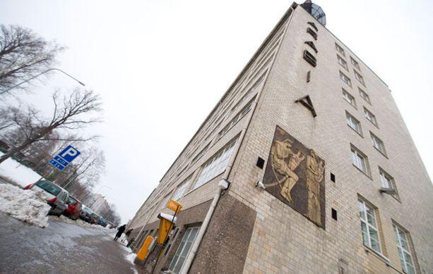 ... JA TÄÄLTÄ TYTTÖ LÖYTYI 2-vuotias ehti kävellä vilkasliikenteistä Hämeentietä noin 800 metriä, ennen kuin sivullinen otti tytön talteen Taideteollisen korkeakoulun edestä klo 13.20.