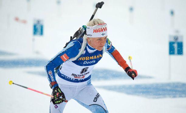 Kaisa Mäkäräinen sijoittui sunnuntain yhteislähtökisassa 14:nneksi, mutta pysyi hyvällä iskuetäisyydellä maailmancupia johtavasta Anastasia Kuzminasta.