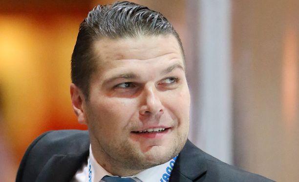 Tomek Valtonen hämmästeli omiensa esitystä Hämeenlinnassa.