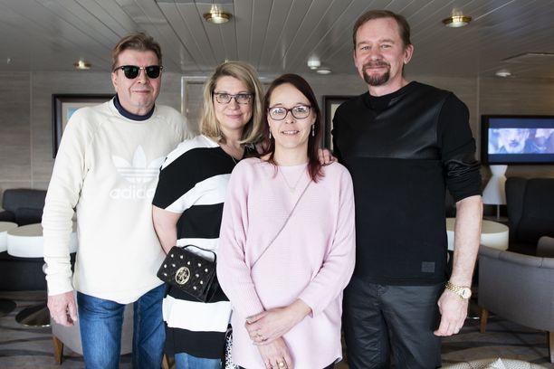 Tapio Koljonen, Sari Koljonen, Hanne Salmela ja Sami Penttilä ovat kokeneita risteilymatkustajia.