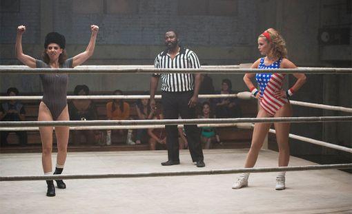 Naispainijoista kertova sarja pohjautuu G.L.O.W.: Gorgeous Ladies of Wrestling -tositelevisio-ohjelmaan.