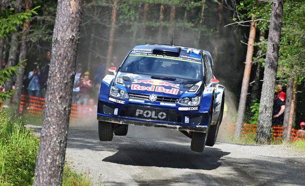 Jari-Matti Latvala on matkalla Jyväskylän MM-rallin voittoon.