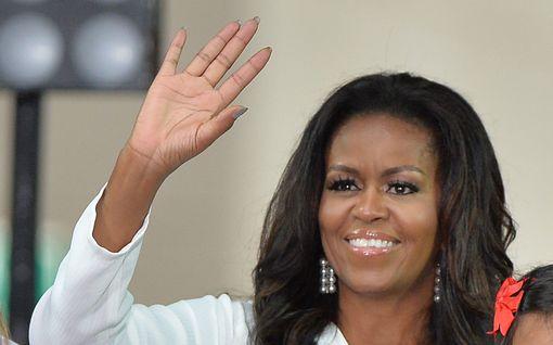 Ruuhkavuosina Michelle Obama istui lounastunnilla yksin autossa, söi pikaruokaa ja nautti