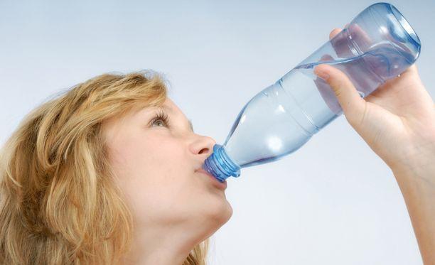 Riittävään nesteytykseen paras juoma on vesi. Mitään kummempaa ei yleensä tarvita.