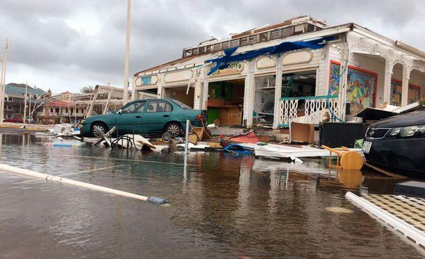 Irma teki tuhojaan Saint Martinin saarella keskiviikkona.
