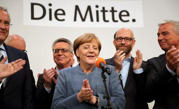 Saksan liittokansleri Angela Merkelin johtamat kristillisdemokraatit saivat 33 prosentin kannatuksen.