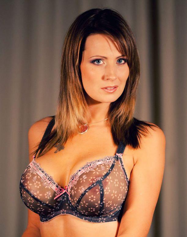 Johanna Rönnberg tuli tunnetuksi Miss Plastic -kisasta.