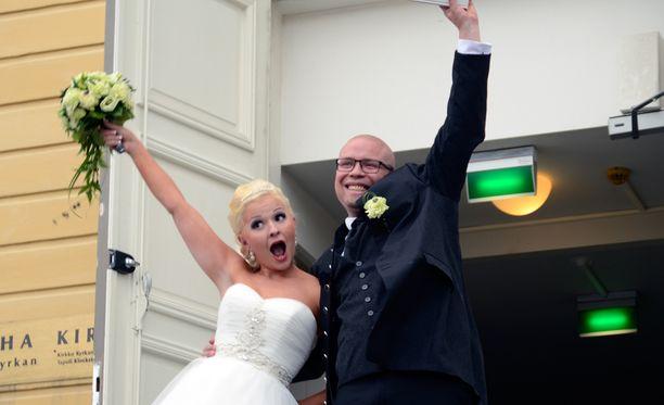 Tuore aviopari oli tilannut häävieraitaan ilahduttamaan paljastavan esityksen.