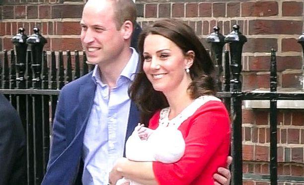 Herttuatar Catherine ja prinssi William saivat kolmannen lapsensa huhtikuussa 2018. Jo toukokuussa herttuatar nähtiin prinssi Harryn ja herttuatar Meghanin häissä.