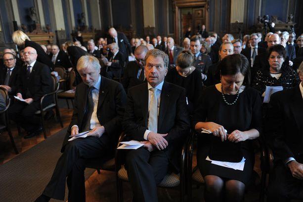 Paikalla olivat muun muassa ulkoministeri Erkki Tuomioja (vas.) ja presidentti Sauli Niinistö.