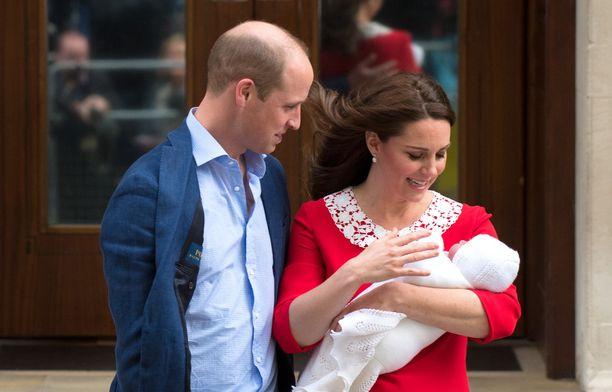 William ja Kate saivat maanantaina kolmannen lapsensa.