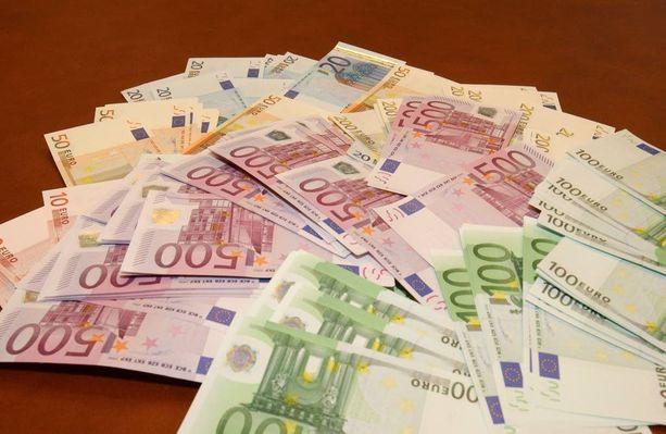 Poliisin mukaan muun muassa pikavippejä ottamalla on hankittu huomattavia summia rahaa. Kuvituskuva.