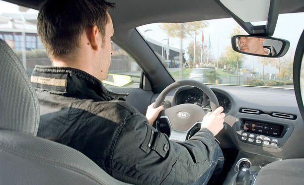 Kyselyyn vastanneista 32 prosenttia kertoo joskus tunteneensa pelkoa, koska kuljettaja on ottanut tarpeettomia riskejä.