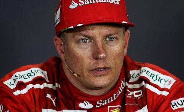 Kimi Räikkönen kuittasi mediatilaisuudessa toimittajan kysymyksen nokkelasti.