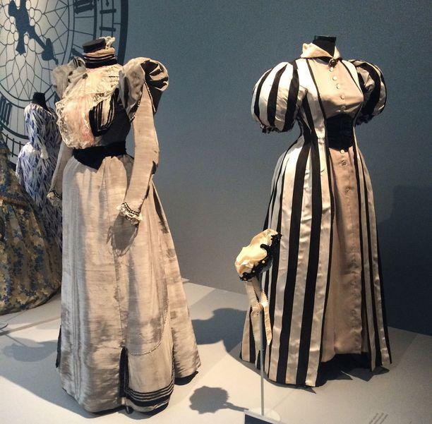 1800-luvun puvuissa on paljon taidokkaita yksityiskohtia.
