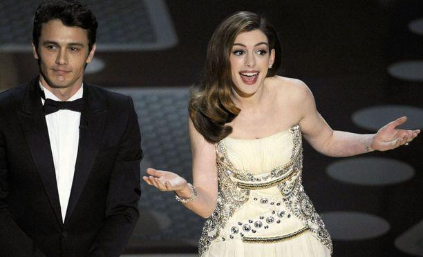 Gaalan juontavat tänä vuonna James Franco ja Anne Hathaway.