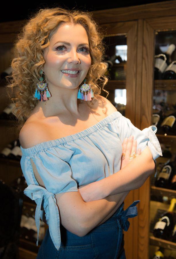 Jenni Alexandrova on omaa sukua Heikkilä.