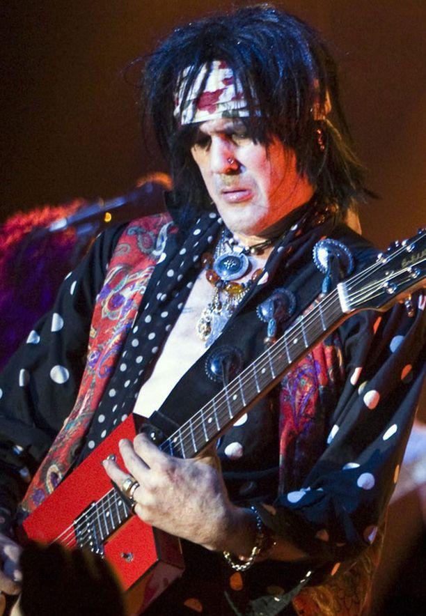 Andy McCoy rokkasi Hanoi Rocksin jäähyväiskeikalla Tavastialla vuonna 2009.