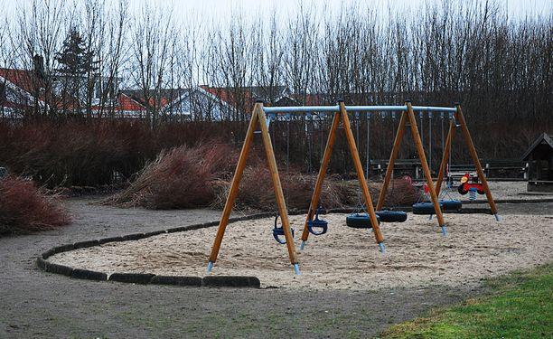 Kuvituskuva. Raskaana ollut nainen oli leikkipuistossa lastensa kanssa, kun mielenterveysongelmista kärsinyt mies alkoi kuristaa häntä.