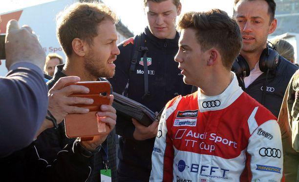 Fabian Vettel sai kauden päätösviikonloppuna tuekseen isoveli Sebastianin.
