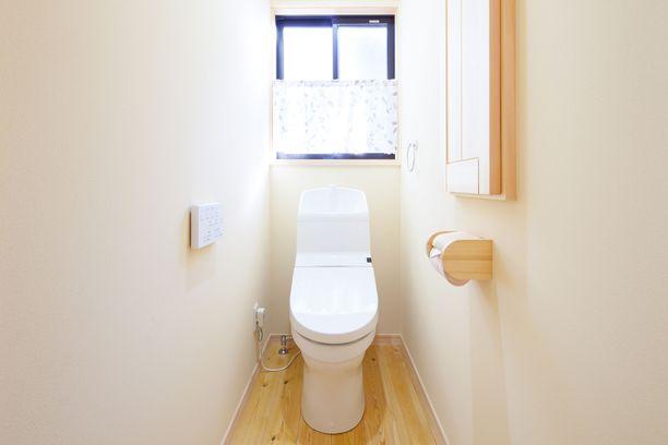 Monet vessanpöntöt on asennettu usein ahtaasti tai liian lähelle seinää.