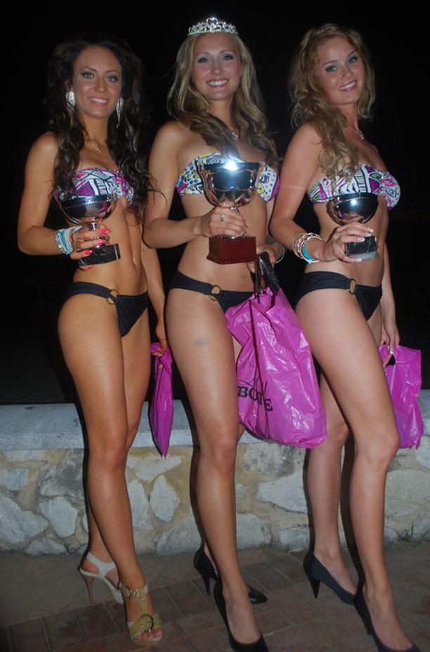 Miss Bikinin voittajakolmikko.