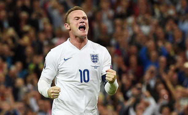 Wayne Rooney tuuletti juhlamaaliaan Wembleylla.