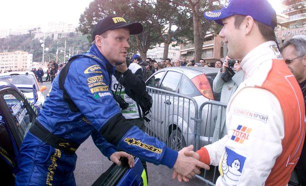 Vuonna 2002 Subarun Tommi Mäkinen (vas.) peri voiton vilppiä tehneen Citroënin Sebastien Loebiltä.
