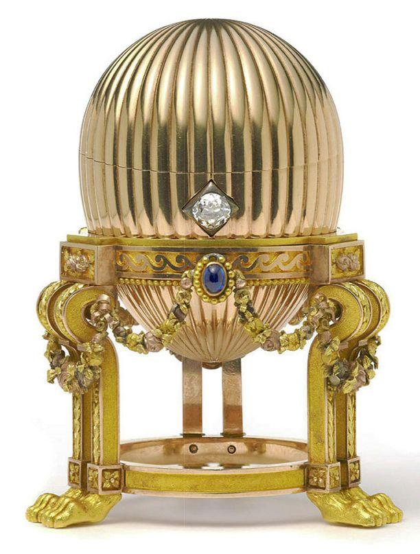 Kahdeksan senttiä korkea kultamuna on kolmas Venäjän tsaarille tehty Fabergé.