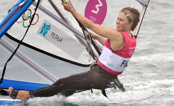 Tuuli Petäjän lajin, purjelautailun, olympiatulevaisuus on epävarma.