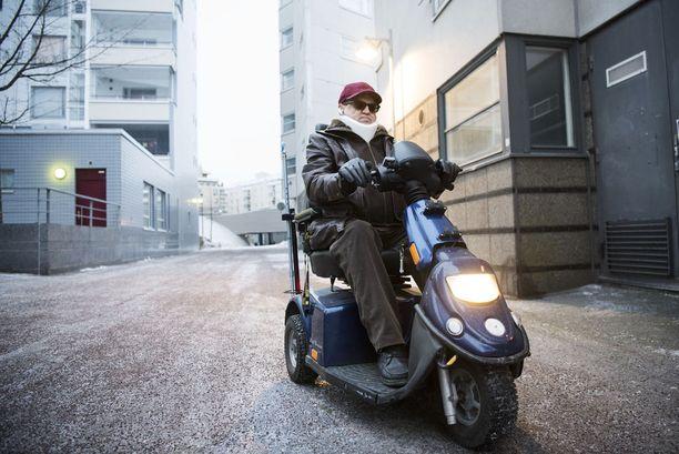 Matti Janas ajoi invamopollaan suoraan sairaalaan törmäyksen jälkeen.