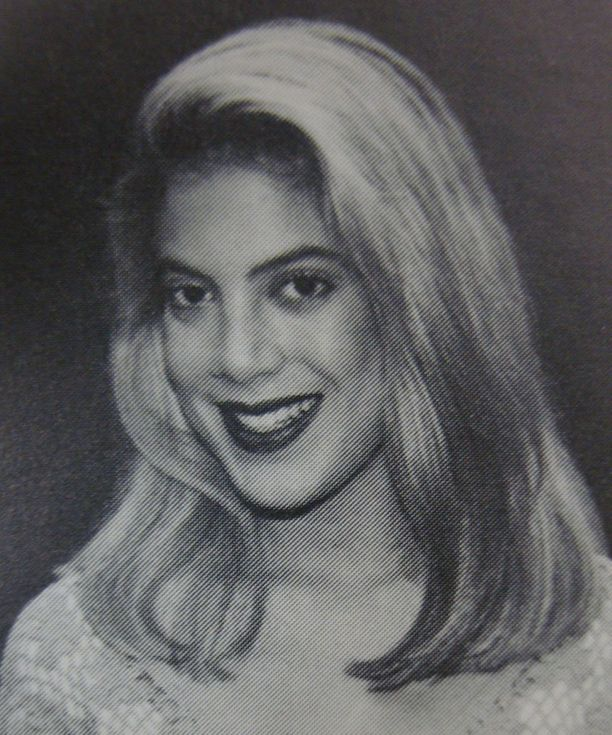 Tori Spelling 17-vuotiaana. Harvard-Westlake School, Studio City, California.