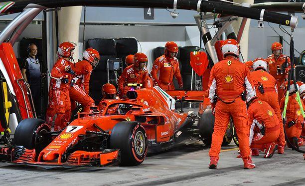 Kimi Räikkösen varikkopysähdys Bahrainissa oli katastrofaalinen.
