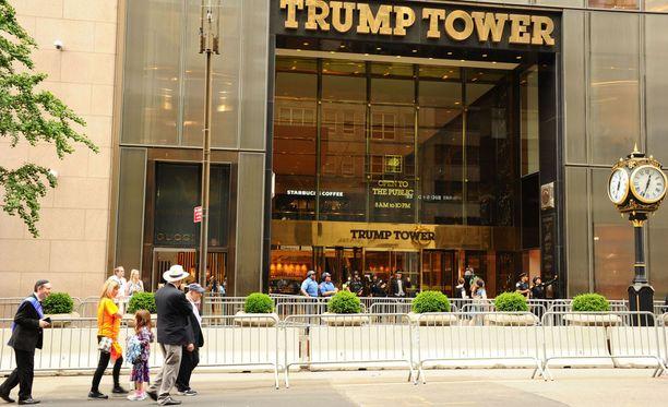 Trump Towerin sisäänkäynti. Rakennuksen osoite on 5th avenue 725, Manhattan, New York.