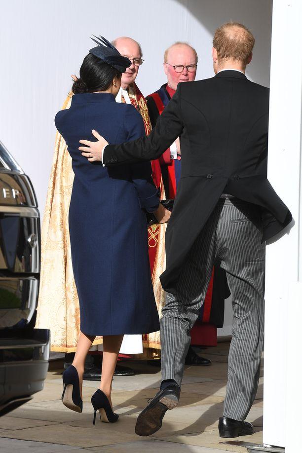 Prinssi Harry ja herttuatar Meghan avioituvat toukokuussa. Nyt he saapuivat yhdessä prinssi Harryn serkun, prinsessa Eugenien, häihin.