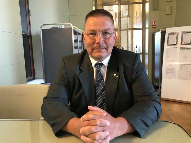 Eduskunta ei arvioi Juha Mäenpään syyllisyyttä, vaan ainoastaan sitä, myönnetäänkö valtakunnansyyttäjälle syyttämislupa.