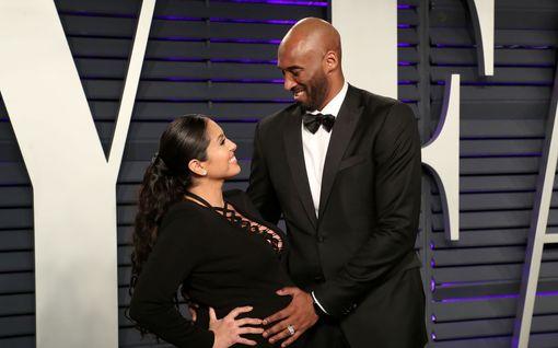 Uusi käänne – Kobe Bryantin Vanessa-vaimo haastoi helikopteriyrityksen oikeuteen