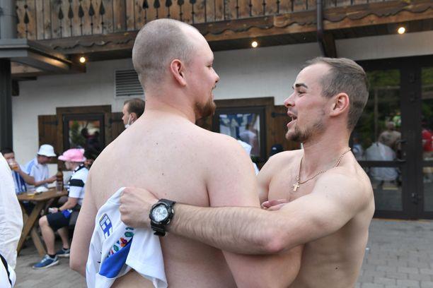Suomalainen Jasse ja venäläinen Andrei vaihtoivat pelipaitoja.