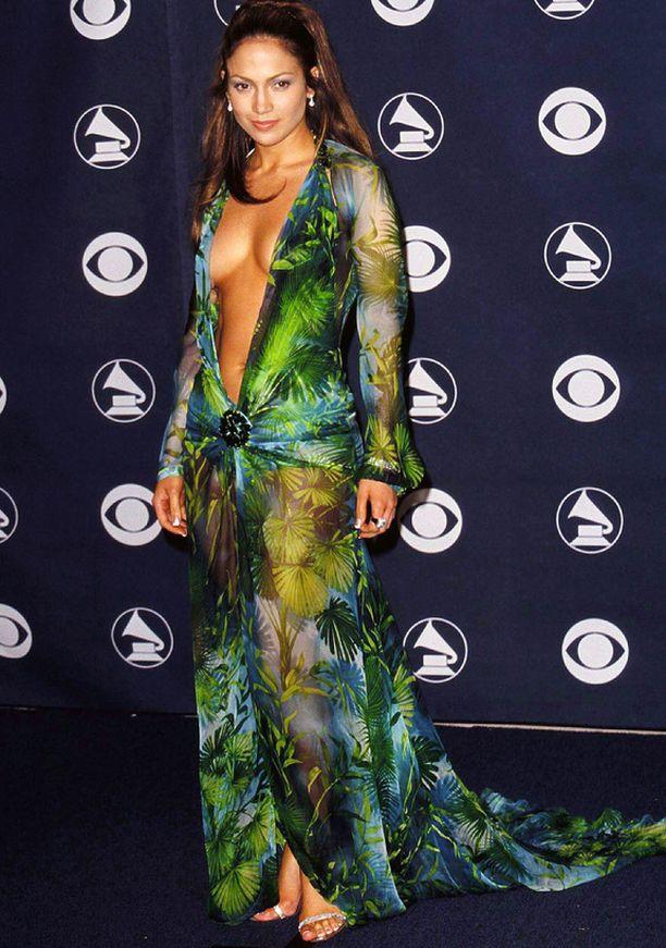 Sama kohtalo on tällä Jennifer Lopezin ikimuistoisella Grammy-tyylillä; liikaa paljasta pintaa!
